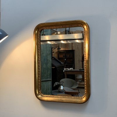 Mirror in golden stucco wood with gold leaf.