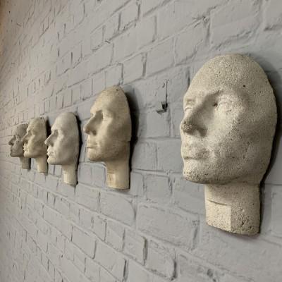 Série de 5 têtes en ciment