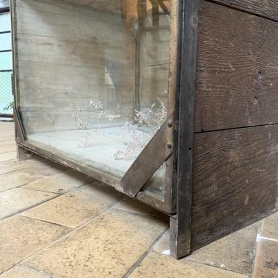 Ancienne vitrine de présentation