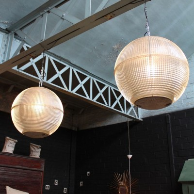 Holophane glass suspensions