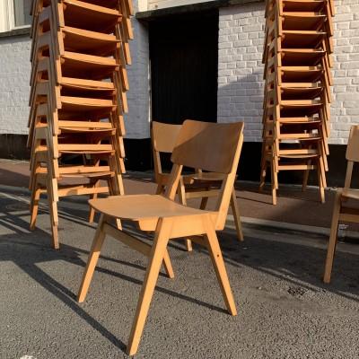 Série de 60 chaises 1970 en hêtre