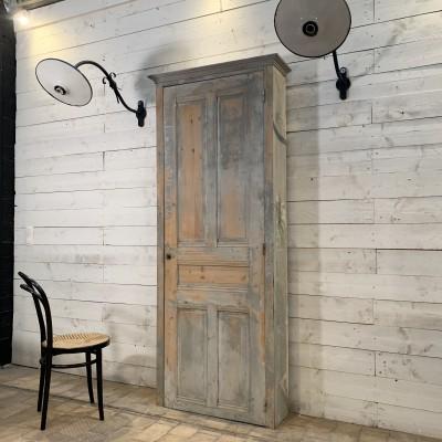 Ancienne armoire d'atelier en bois