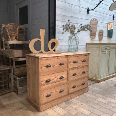 Ancien meuble de métier à tiroirs