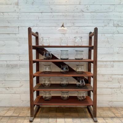 Ancienne étagère industrielle en bois