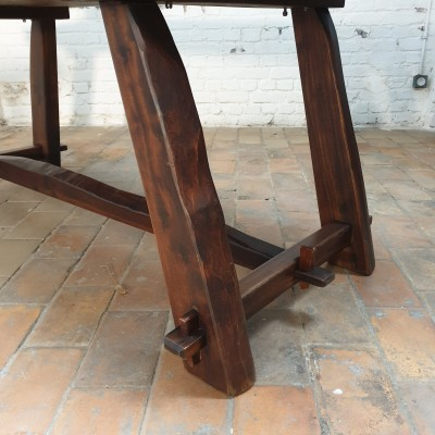 table brutaliste