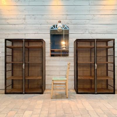 Paire d'armoires industrielles
