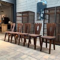 Série de chaises brutalistes en orme massif des années 60