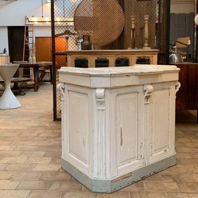 french wooden counter