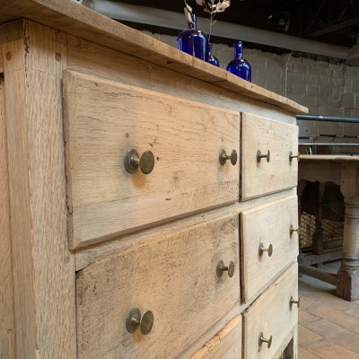 French Chest of drawers in oak