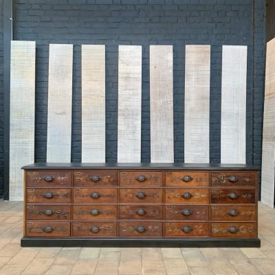 Ancien meuble bas de quincaillerie