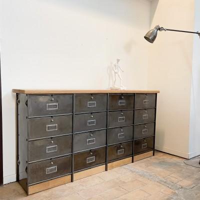 Ancien meuble industriel 16 clapets