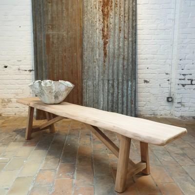 Table brutaliste en orme