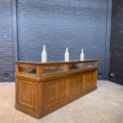Ancien comptoir de bijoutier en chêne