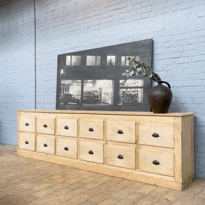 Grand meuble de métier à tiroirs