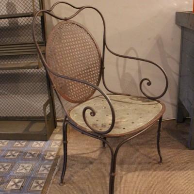 Ancien fauteuil de jardin en métal