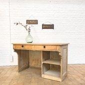 Ancien comptoir en chêne et sapin - 130 x 70 x h81 cm - disponible sur notre site