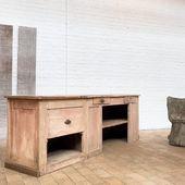 Comptoir en bois ses années 30 - Nous lui avons conservé sa jolie patine d'origine - 248 x 58 x h80 cm