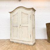 HELLO HELLO. Voici notre dernière pépite ❤️ Une ancienne armoire 18 eme dans sa patine d'origine / ses dimensions ? 221 x p58 x 172 cm . Plus d'infos sur notre site. Bon dimanche à tous
